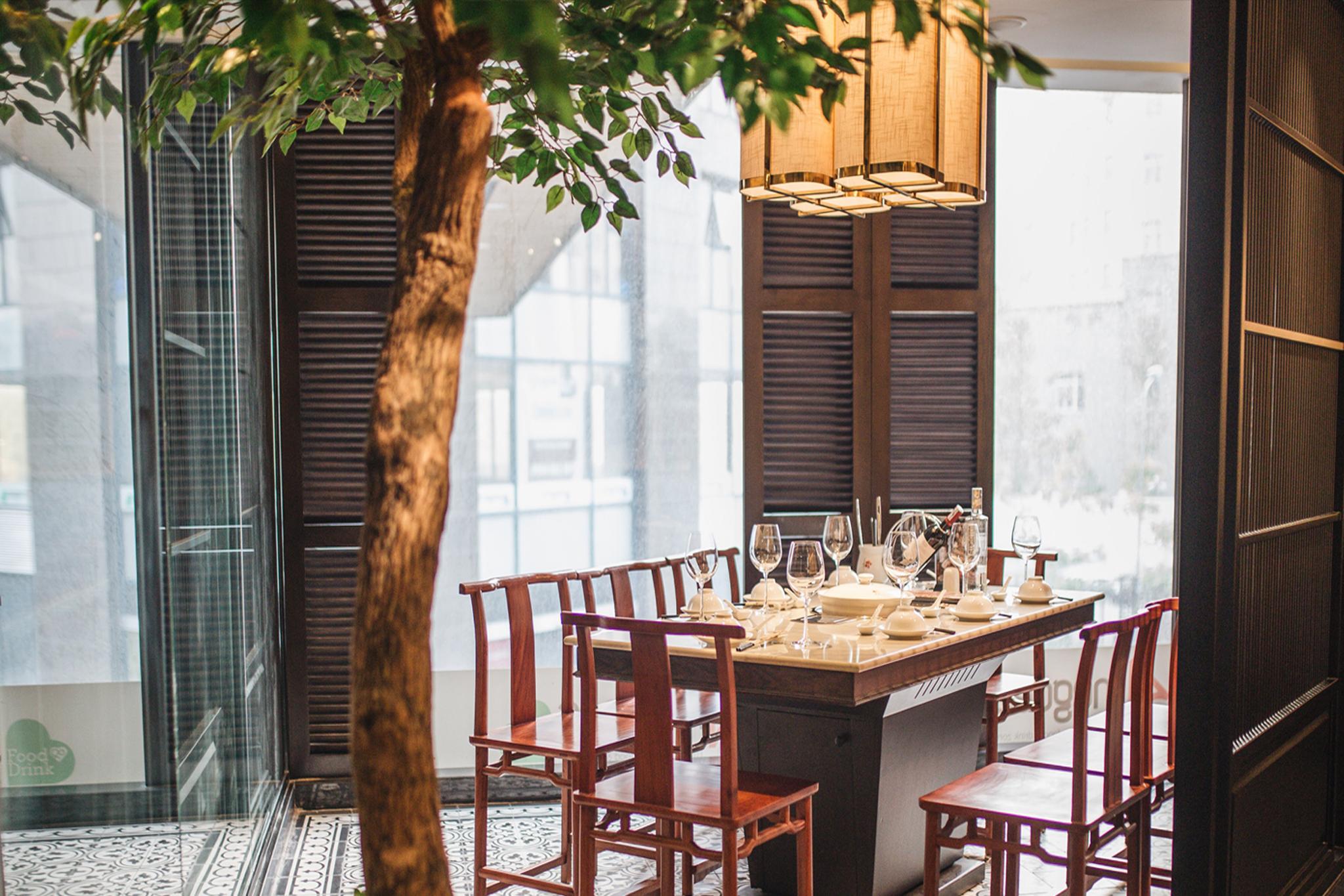 Phong cách gần gũi với thiên nhiên là lựa chọn của nhiều nhà đầu tư để thiết kế nhà hàng (Ảnh: internet)